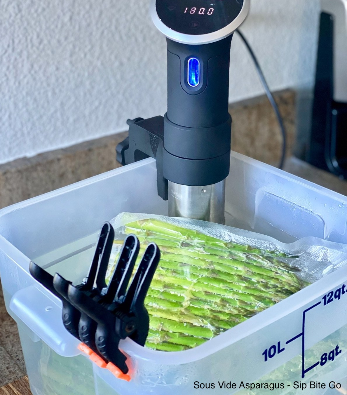 sous vide asparagus from sip bite go