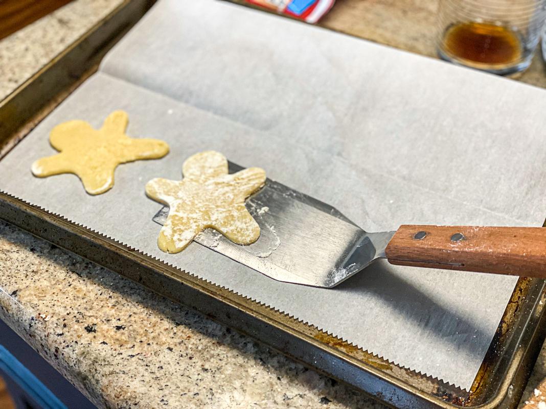 making cookies for diy christmas photos