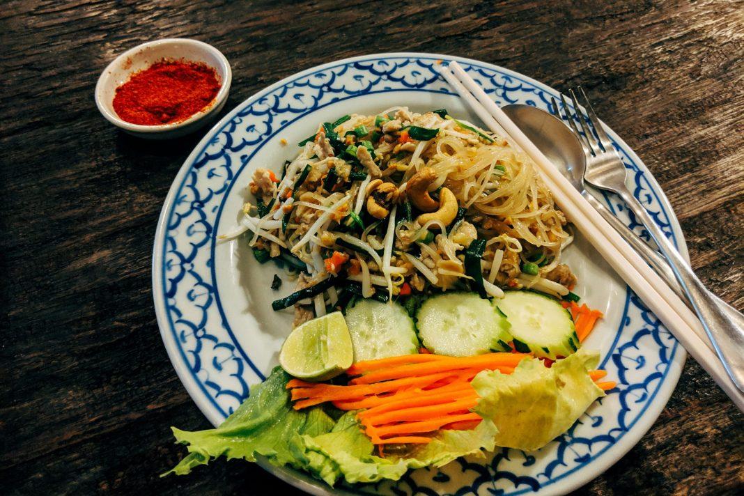 plate of thai peanut noodles